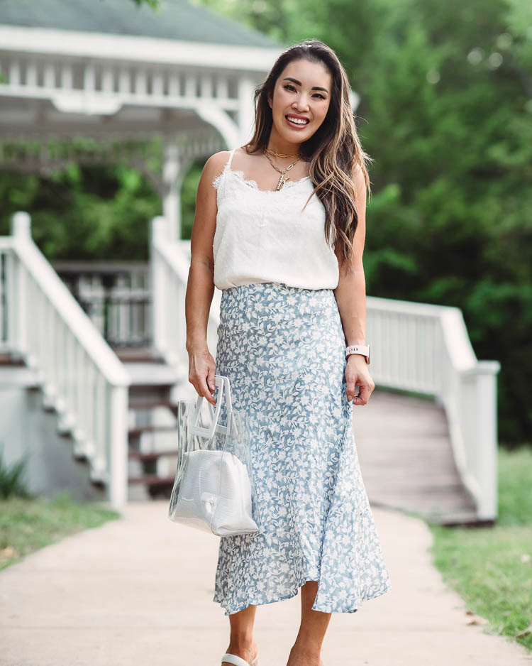How To Wear A Midi Skirt When You're Petite